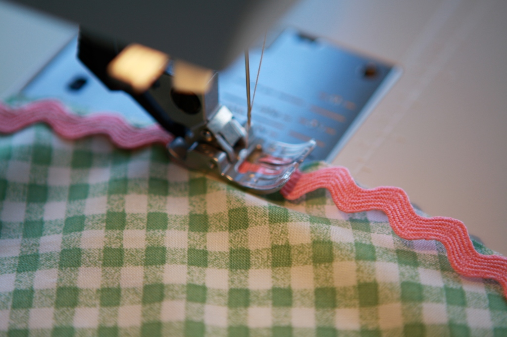 Stitching rickrack to fabric
