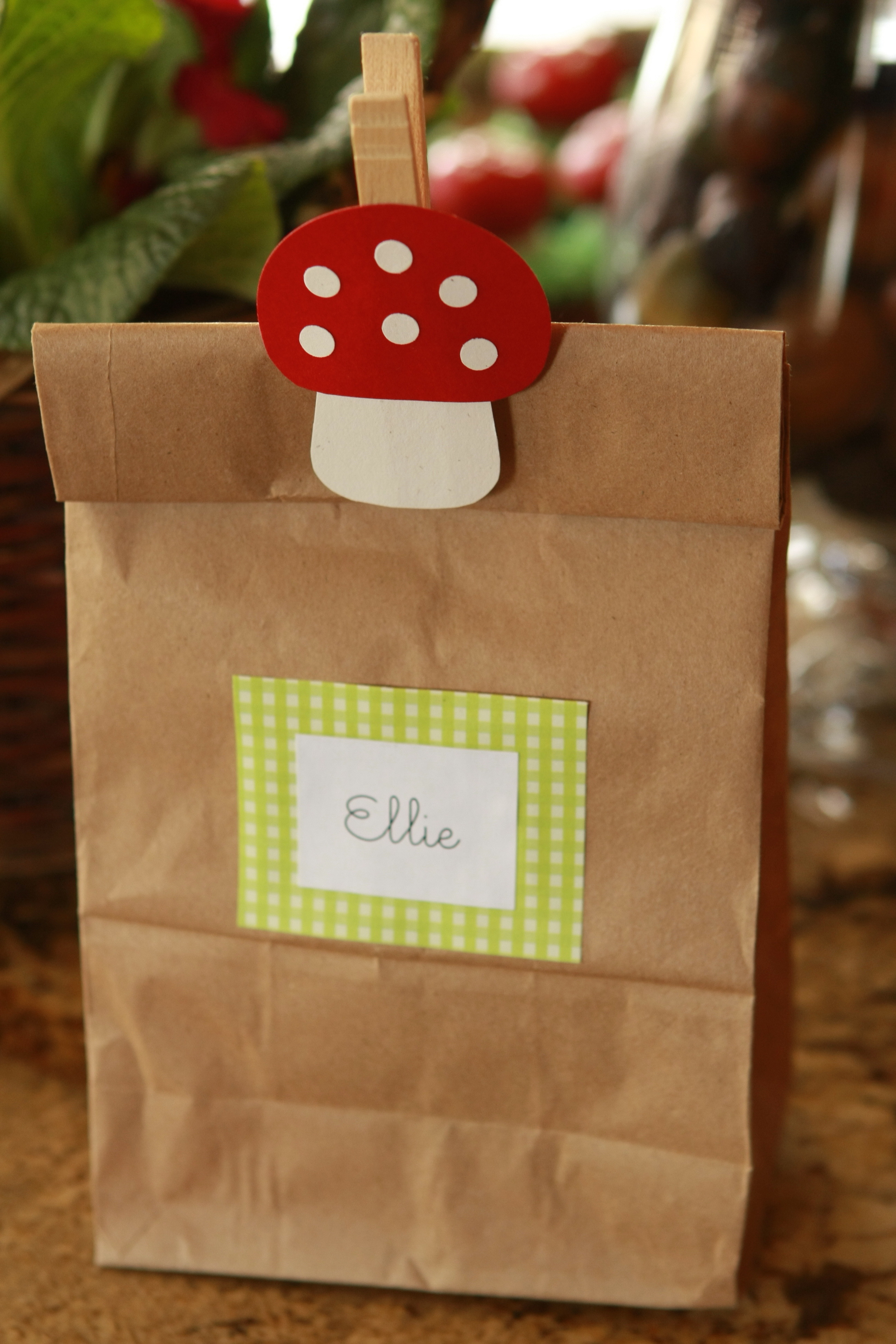 Lolly bags on pinterest kids party bags party bags and for Bag decoration games